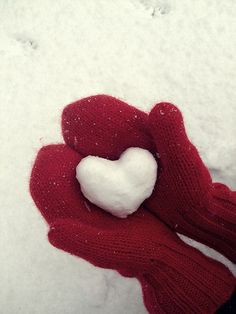Winter heart snowball