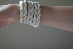 #Free knitting pattern for a cute necklace or bracelet.  Love this!