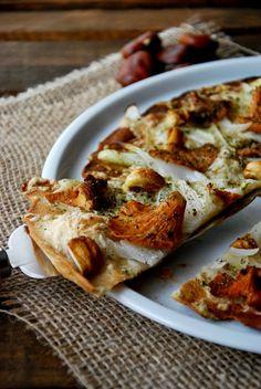 CHEZ SILVIA: Pizza con masa de cerveza de trompetas y castañas. Thermomix. Masa de pizza fina y crujiente.