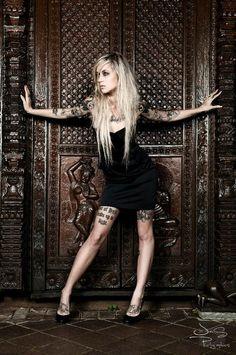 Sara Fabel, tattoo artist, hot.