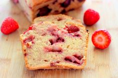 Wheatless Wednesdays: Gluten-Free Strawberry Bread  I  A delicious #wheat-free treat that highlights this spring #berry.   @SavyNaturalista