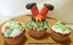 Christmas Cake Decoration: Santa and mistletoe