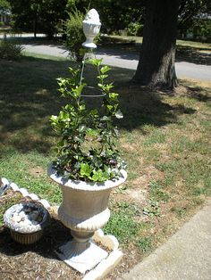 Planter with tomato cage trellis with finial