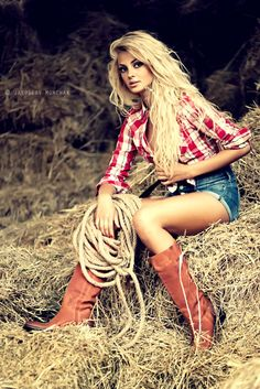 """Cowgirl""  An astonishing portrait and a stunning girl! ♥~(ಠ_ರೃ) Très Belle Femme ღ♥♥ღ Sexy!!!"