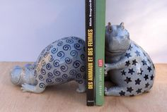 Absolutely the cutest Hippo bookends I have ever seen!! Fesken and Dornou by Hippopottermiss on deviantART
