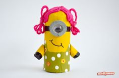 How to make Toilet Roll Minions - craft tutorial  http://mollymoo.ie/toilet-roll-craft-make-a-minion/ #toiletrollcrafts #kidscrafts #craftsforkds #despicableme