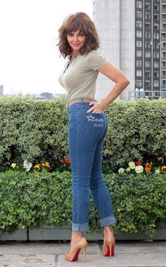 MATURE WOMAN... VERY SEXY PHOTO !!! THIS LADY IS HOTTTTTTTTTT !!!