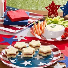 Serve up a large portion of patriotism this 4th of July with stars-and-stripes serveware! juli parti, parti idea