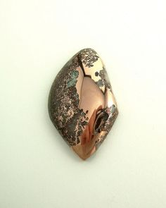 Copper: Excellent for enhancing relationships. In romantic relationships, it facilitates sharing, bonding, and intimacy.