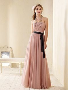 Imagine this with a dark blue sash and the dress a champagne or gold color =]
