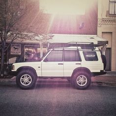 Damn I miss my Discovery....  LandRover Discovery II properly kitted out.