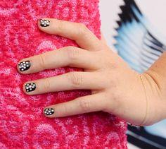 0821-olivia-munn-polka-dot-nail-art_bd.jpg