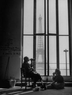 parisj taim, tower, window, art, bw photographi, black white, photographi bw, eat lunch, yale joel