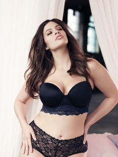 Addition Elle plus size supermodel Ashley Graham