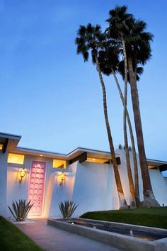 Palm Springs mid-century modern home. Cool photography too.