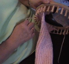 Flat scarf using round loom