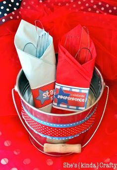 ADORABLE! free printable for 4th of July cutlery wraps