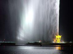 Fuente del Rey Fahd Situada en Arabia Saudí, es considerada la fuente con el chorro de agua más alto de todo el mundo, ya que alcanza los 300 metros, por lo que supera a construcciones como la Torre Eiffel.