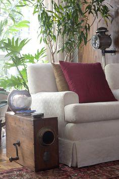 Vasculhar peças antigas da família é uma ótima ideia para deixar o apartamento mais descolado! Busque objetos que tenham história, eles valorizam o ambiente! #ficaadica