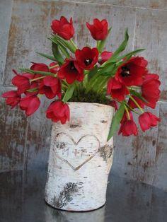 birches, tulip, red flowers, birch log, birch vaser, log vase, wooden log ideas, wooden vase, vaser flower