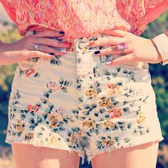Floral print shorts summer look!