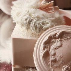 ♥  Powder Puff & Power Box ... so cute!