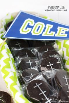 Fun Food: Easy Football Party Favors   Kim Byers, TheCelebrationShoppe.com #tailgating #footballparty #oreos