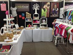 Love the U-shape of this stall as it draws people into her stall. I also like the way this stall holder has created order and height. The position of her business name is very visible. http://kasiabear.com.au/