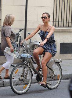 Celebrity Bike Style With Jessica Alba