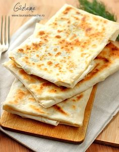 Golzeme, Turkish pastry with cheese. - Gozleme - retete culinare. Gozleme este o placinta turceasca care se face cu foi yufka. Reteta gozleme. Cum se fac gozlemele.