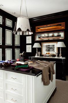 OMG.Black & white dressing room