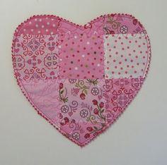 Free pattern for a Valentine Mug Rug
