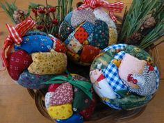 Picture of No-sew quilted Holiday ornaments