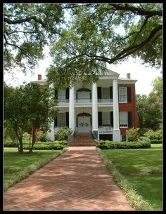 Another great shot of Rosalie, in Natchez. I named the fictional town modeled after Natchez Roselea as a nod to this beautiful home. http://amzn.to/ZaZpIX