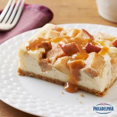 This Apple Cheesecake is packed with layers of gooey caramel! #recipe #dessert
