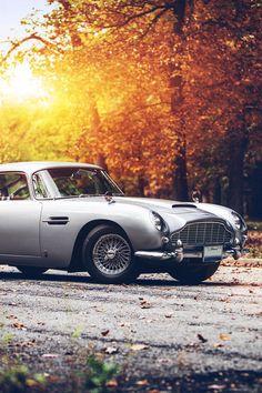 Aston Martin DB5 - 1963 - James Bond's car.