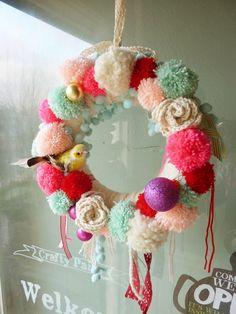 pom pom wreath, pom poms, pompom, pom pom crafts, craft party, christma, winter wreaths, yarn wreaths, craft parti