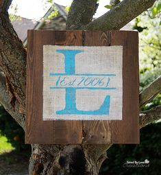 DIY Sign from Reclaimed Wood Pallet and burlap @savedbyloves