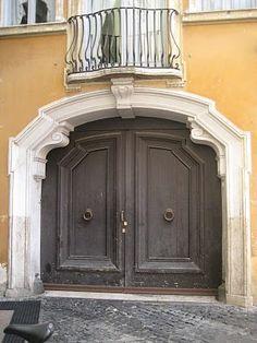 GRAY DOORS ITALY