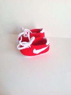 Tutorial How to make Nike style Booties size 6 mths but can easily be made bigger by going up in hook size.here is the link to my converse sole w...