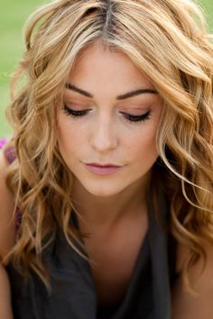 summer-hairstyles-that-defy-humidity~Casual Waves