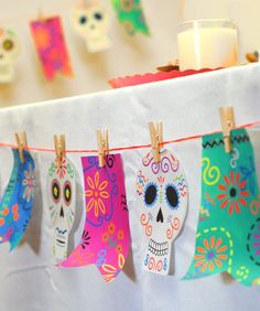 Day of the Dead: Decorate with this printable banner!