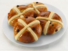 Easy Hot Cross Buns Recipe Makes Easter Even Sweeter