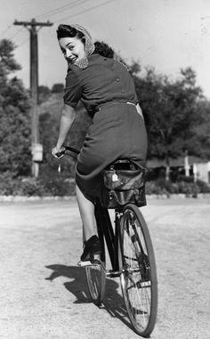 Fotos antiguas de bicicletas: Olivia de Havilland