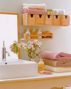 How to Decorate a Small Bathroom!