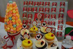 Cupcakes, vajilla de Mickey http://antonelladipietro.com.ar/blog/2012/07/cumple-de-calder-hijo-de-jimena-cyrulnik/