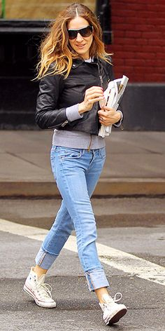 jean, outfits, sneaker, converse, hightop convers, white hightop, carrie bradshaw, shoe, sarah jessica parker
