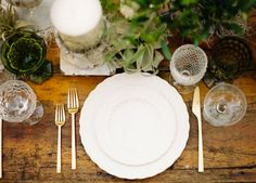The White Collection, Olive/Green Goblets, Champagne Coups, 24K Gold Flatware // Casa de Perrin