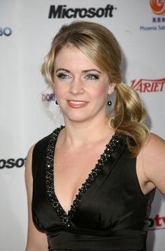 Melissa Joan Harts blonde, ponytail hairstyle