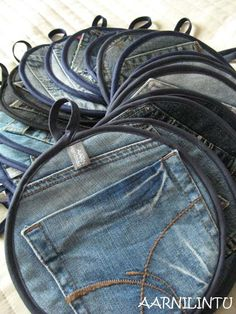 Clever DIY :::  Potholder from recycled jeans  ::::: ❥ gift, pocket, craft, recycl jean, denim, potholders, jar meals, hot pads, old jeans